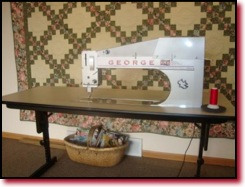 APQS Sit Down Longarm Quilting All Beefed Up! | MANQUILTER.COM : george quilting machine - Adamdwight.com